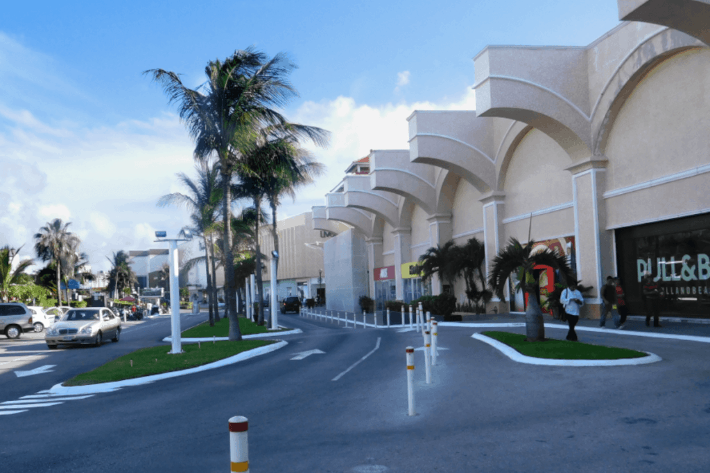 Lugares para visitar en Cancún - Boulevard Kukulcan