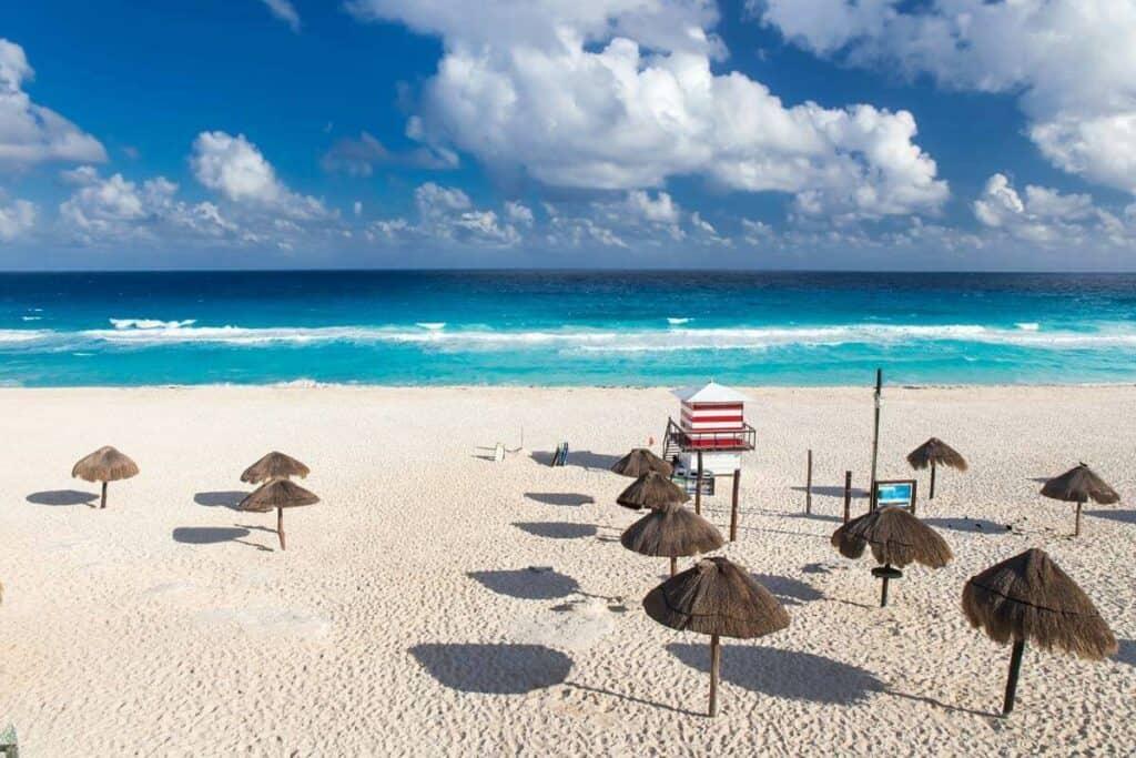 playa delfines cancun mar turquesa