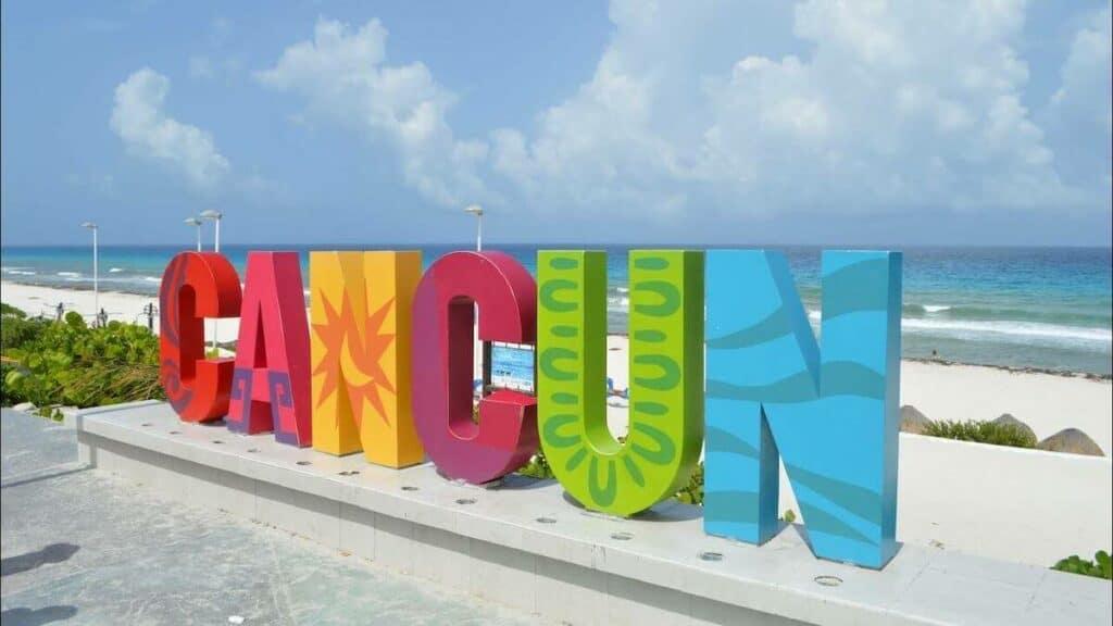 playa delfines cancun mirador letrero