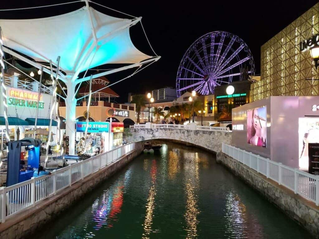 plaza la isla cancun canales noche