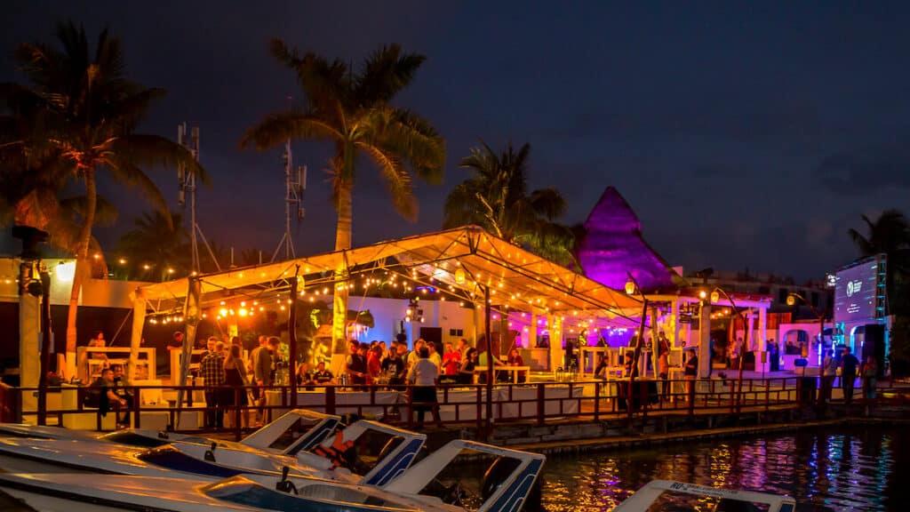 que hacer en cancun - cenar frente a la laguna