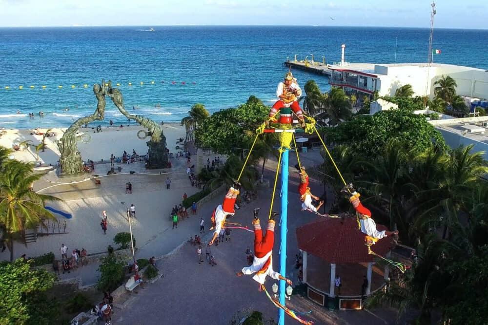 Playa del Carmen Quinta Avenida - Voladores de Papantla