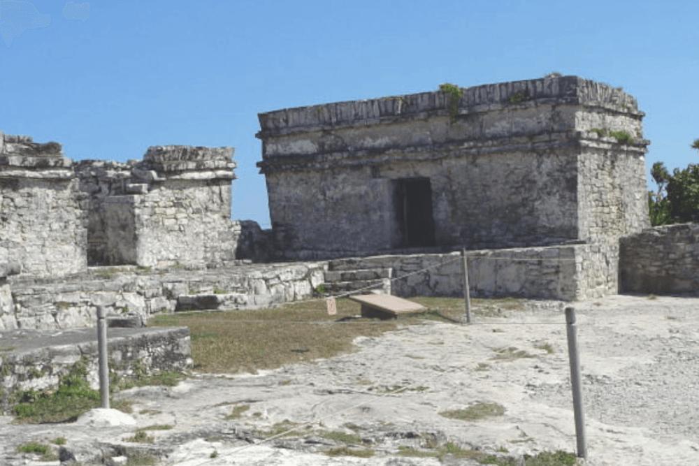 Ruinas de Tulum - El Templo de la Serie Inicial