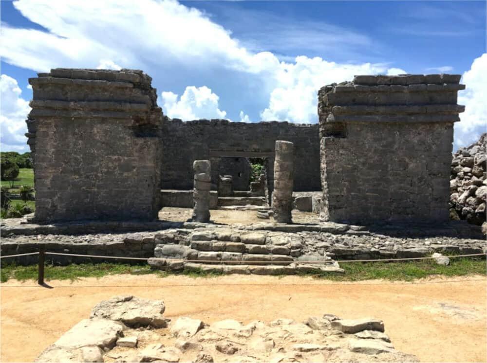 Zona Arqueológica Tulum - Casa del Cenote
