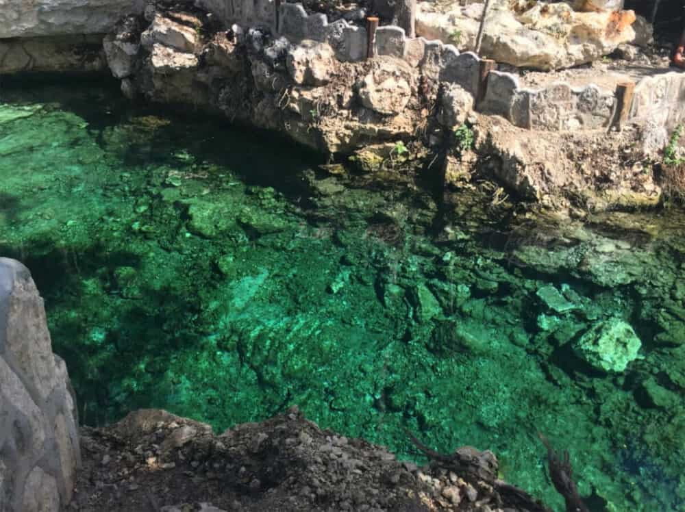 Zona Arqueológica Tulum - Cenote abejas