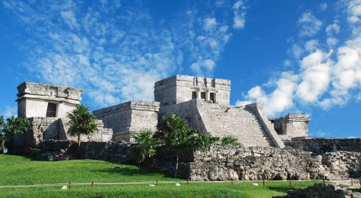 Zona Arqueológica Tulum - Conoce su historia y mucho más