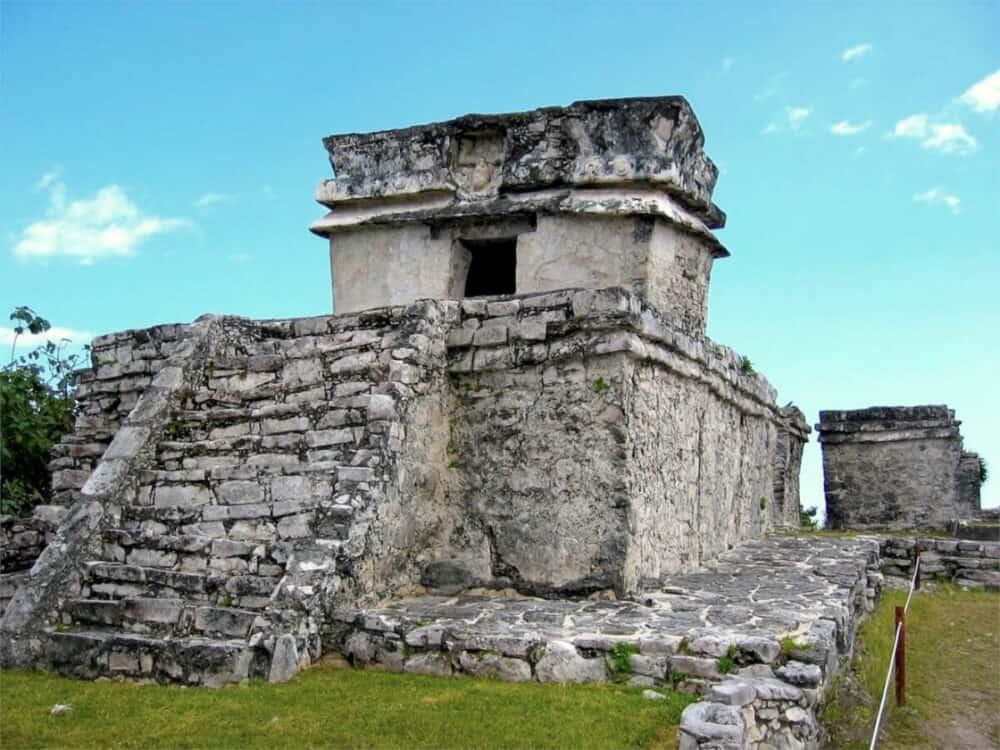 Zona Arqueológica Tulum - Templo del Dios Descendente