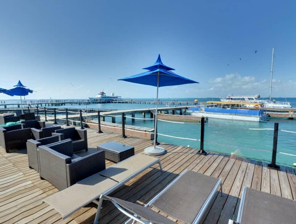 Dolphin Discovery - Beach Club