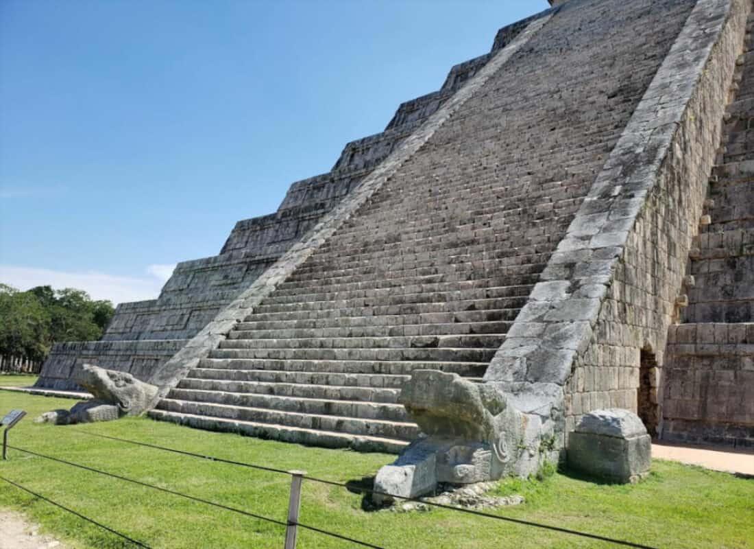 Chichén Itzá Historia - Detalles pirámide Kukulkán