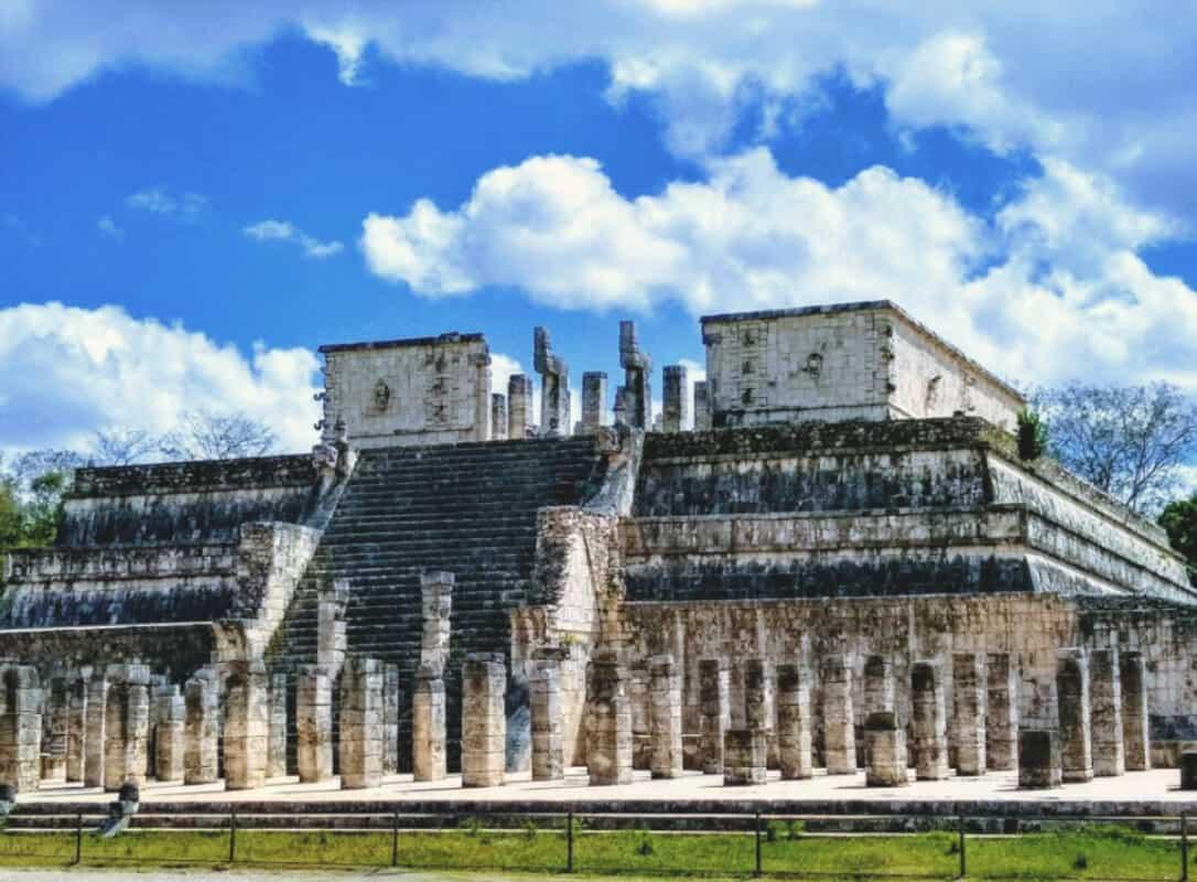 Chichén Itzá Historia - Templo del Guerrero y mil columnas