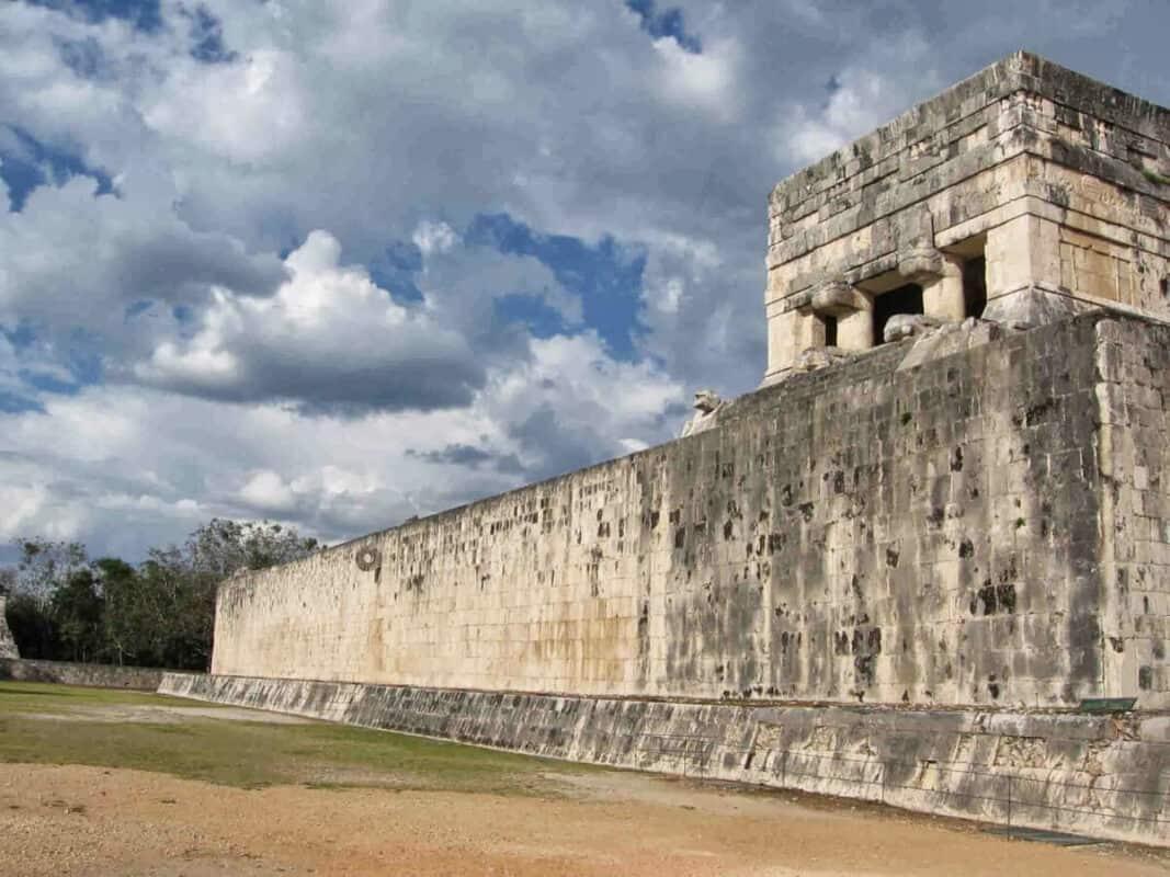 Chichén Itzá Juego de pelota - Cancha y templo del Jaguar