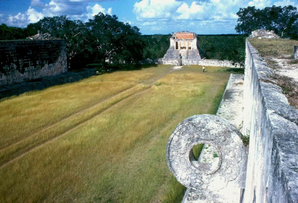 Chichén Itzá Juego de pelota - aro y templo