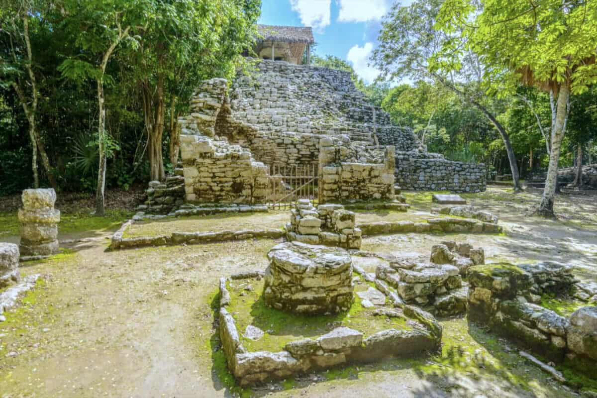 Cobá Quintana Roo - Iglesia y Pinturas