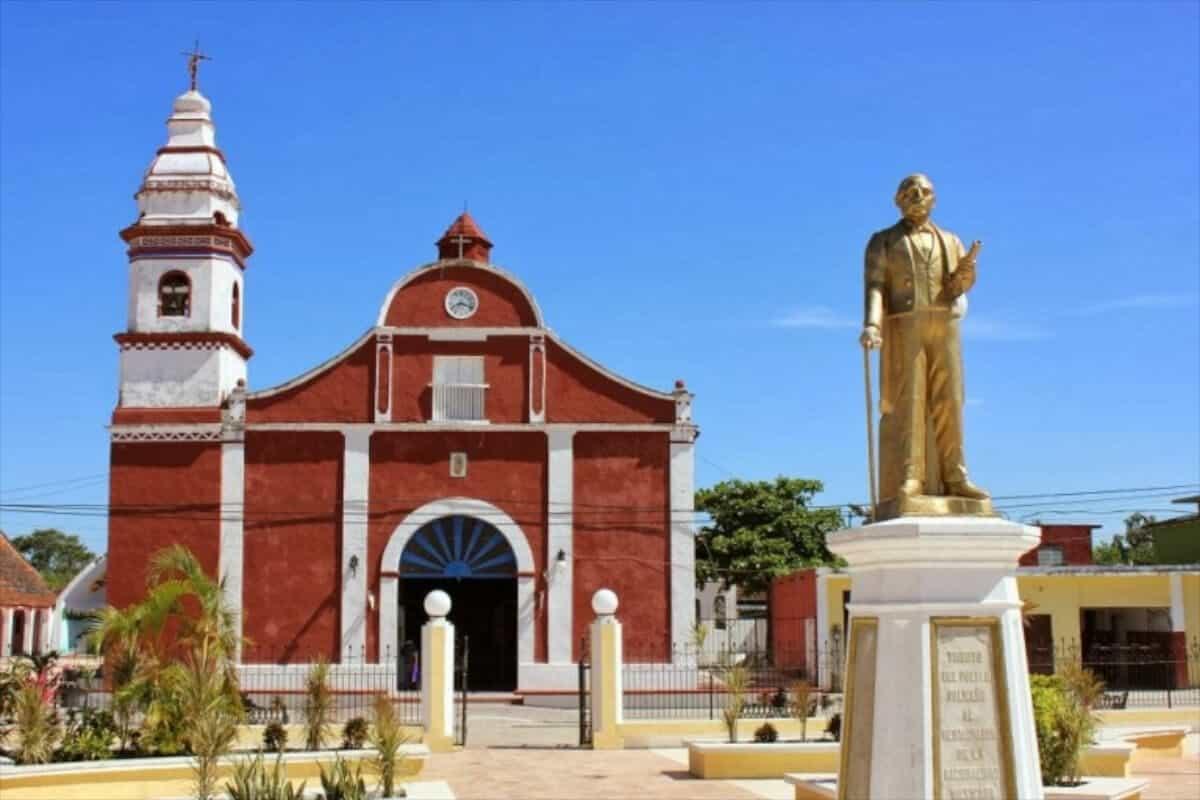 Pueblos mágicos Campeche - Parque y Parroquia