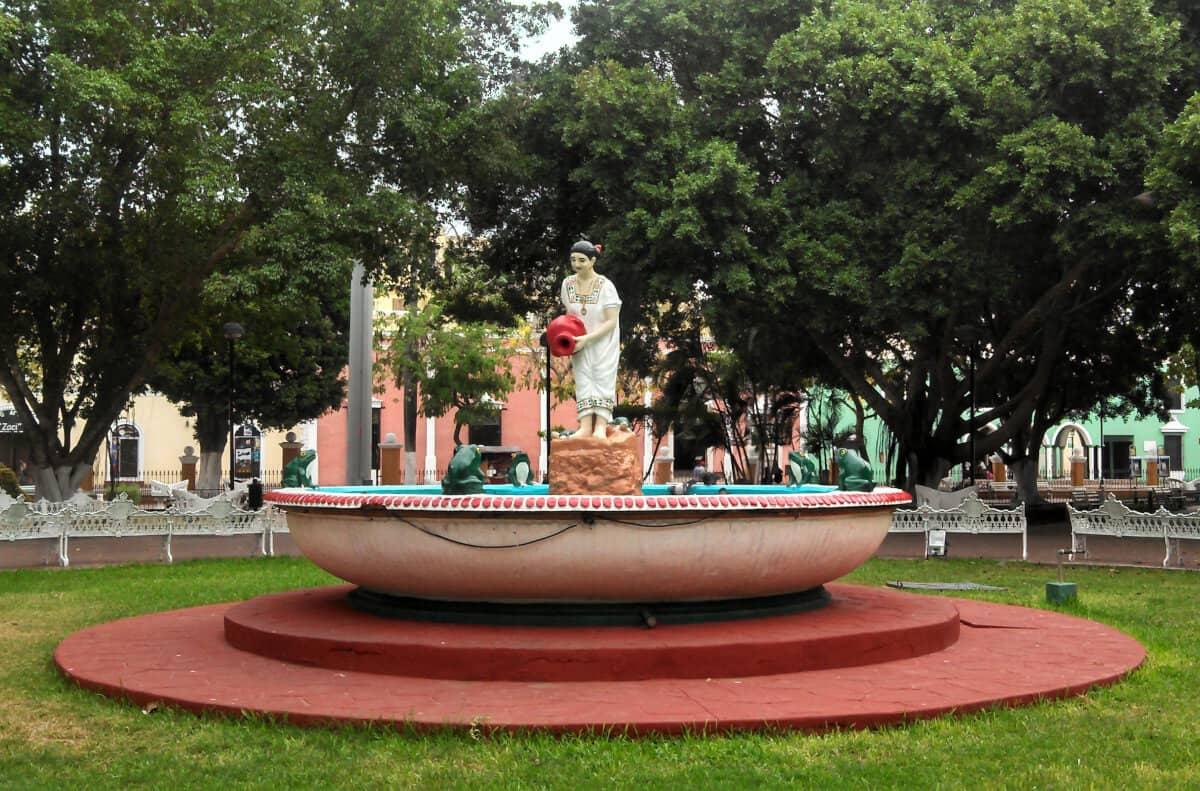 Pueblos mágicos Yucatán - fuente homenaje a la mujer yucateca