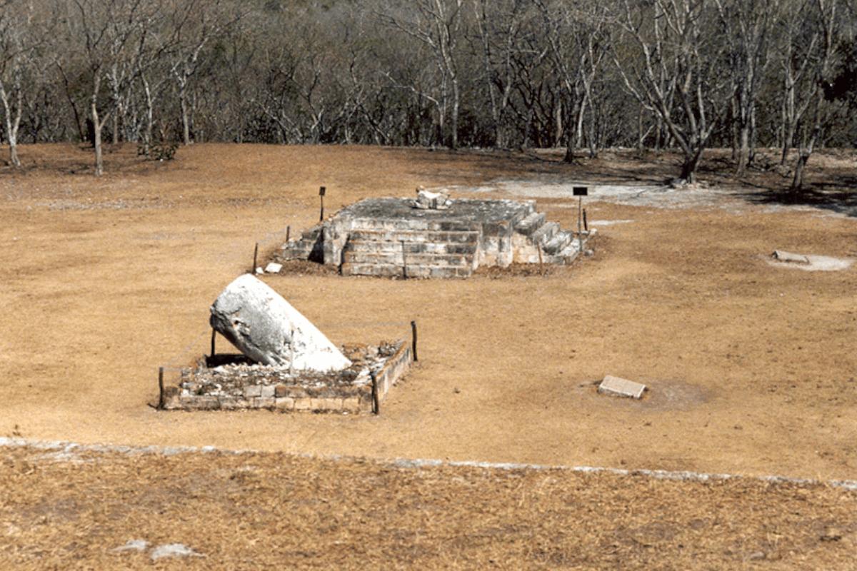 Uxmal Yucatán - El Adoratorio de la Picota y Trono del Jaguar