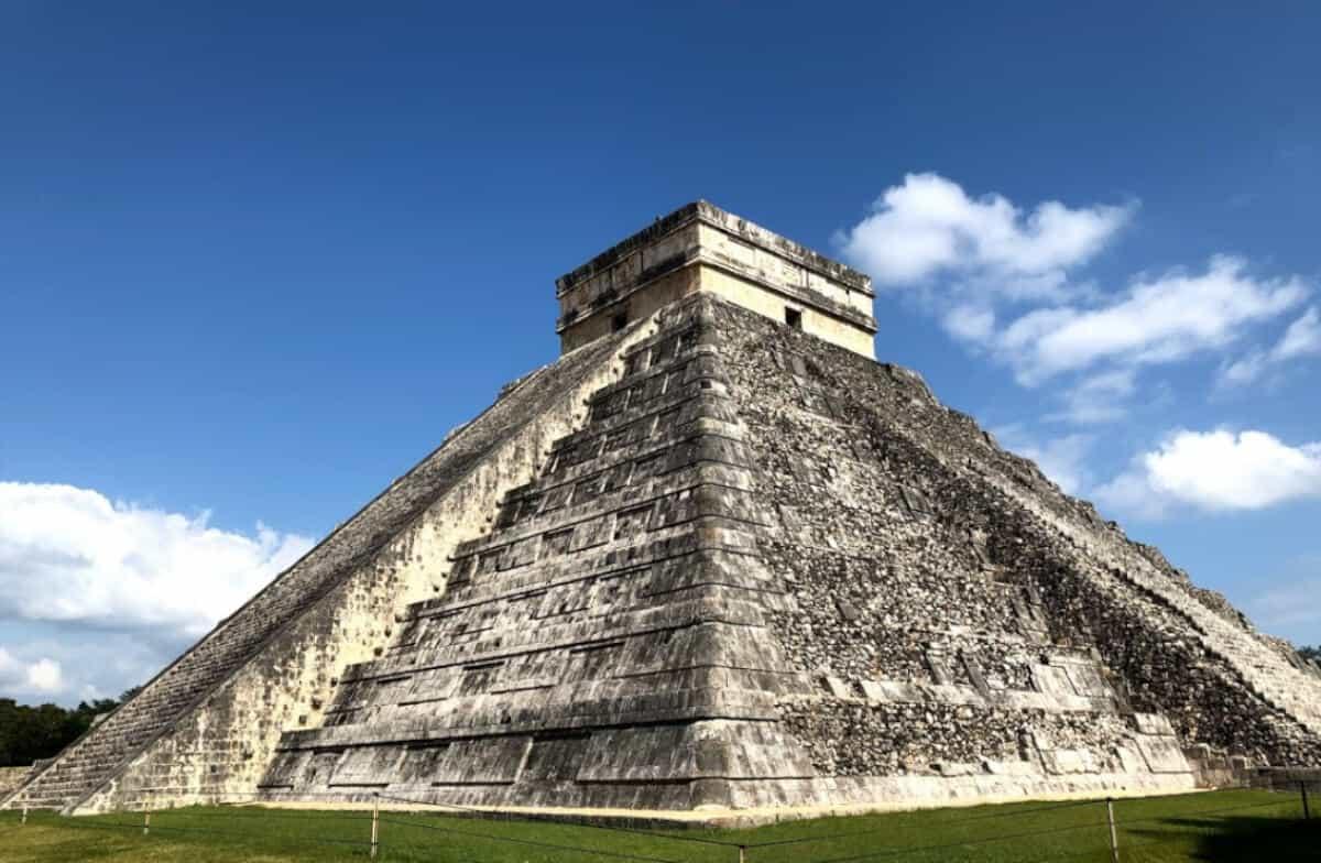 Zonas arqueológicas de Yucatán - Chichén Itzá Pirámide de Kukulkán