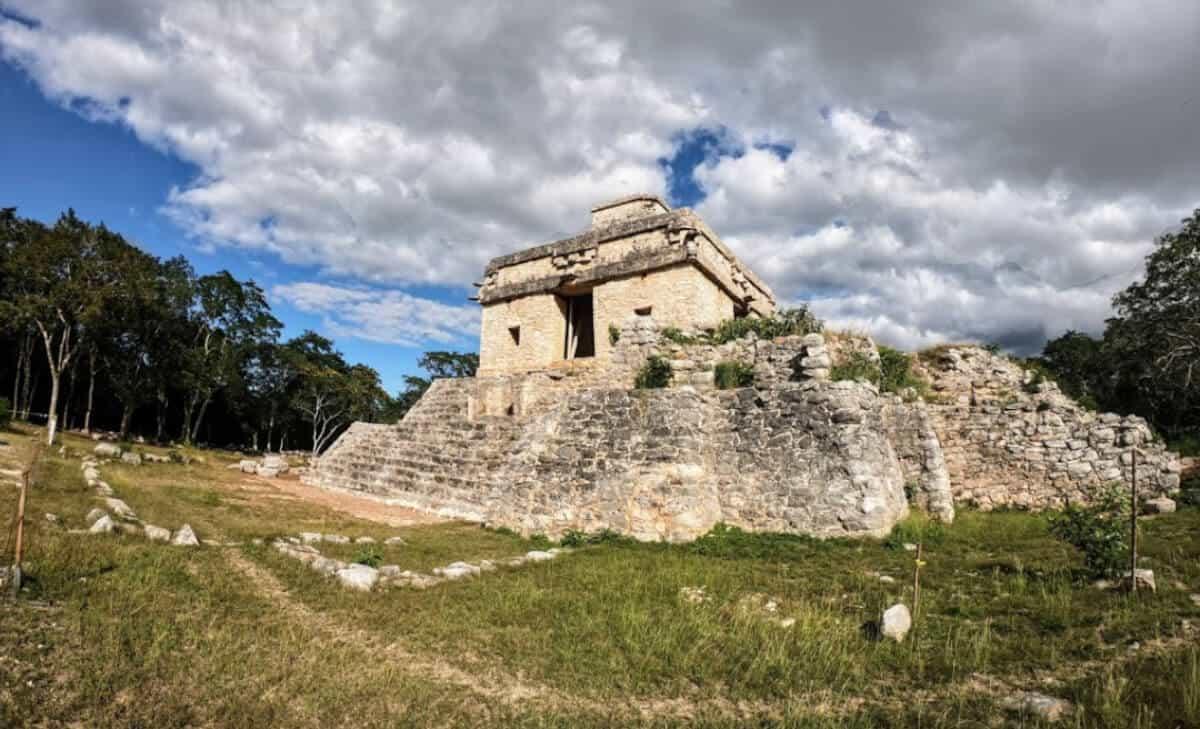 Zonas arqueológicas de Yucatán - Dzibilchaltún Templo 7 muñecas
