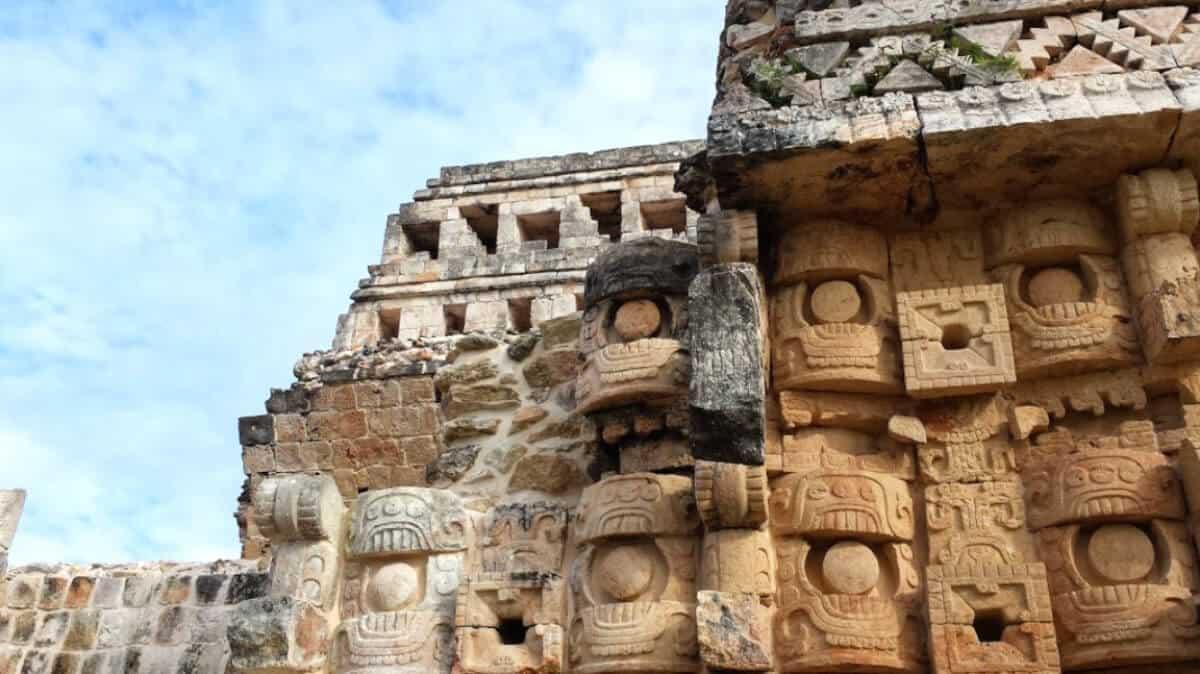 Zonas arqueológicas de Yucatán - Kabáh Detalles del Palacio Mascarones