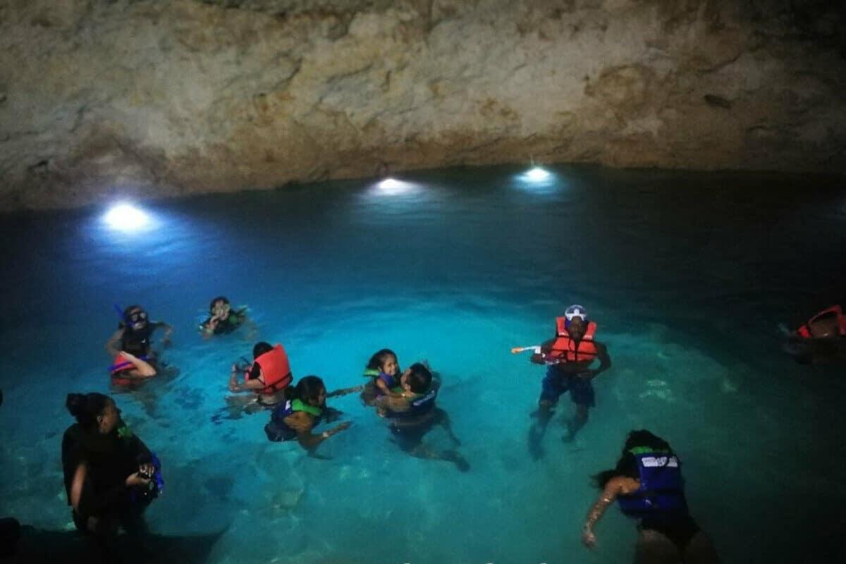 Cenote Santa Bárbara - El Cenote Cascabel