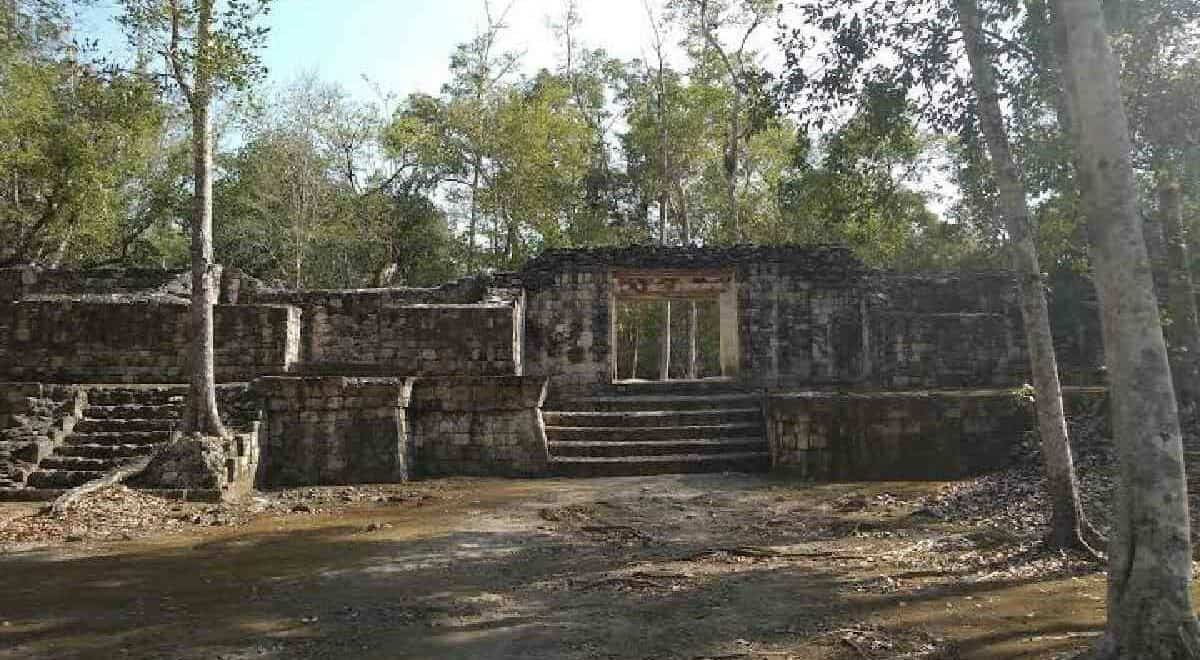 Balamkú Campeche - grupo de estructura