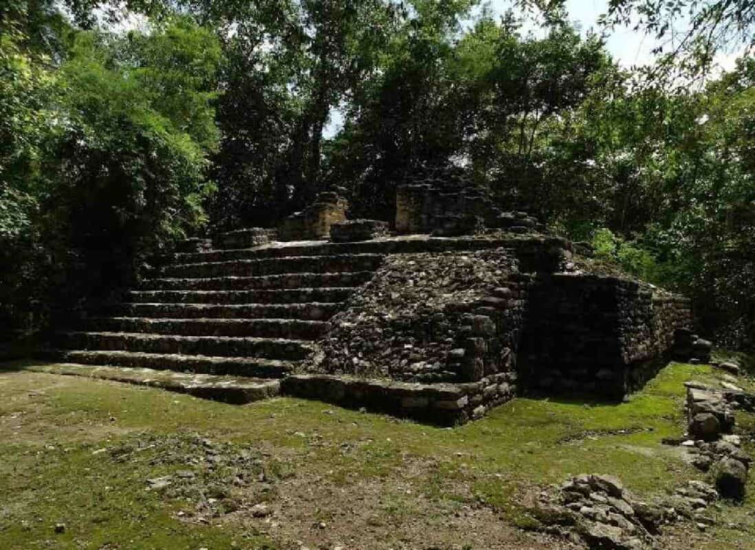 Balamkú Campeche - pequeña pirámide