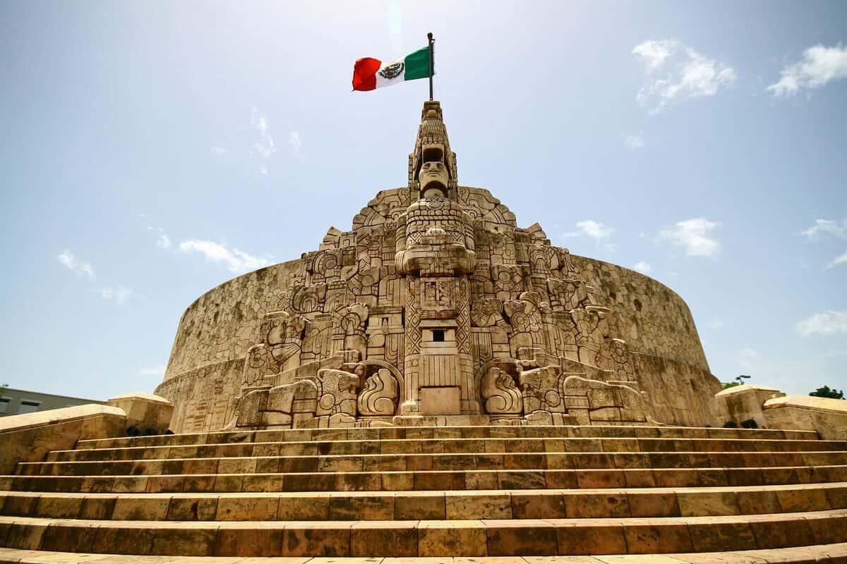 Paseo de Montejo - El Monumento a la Patria