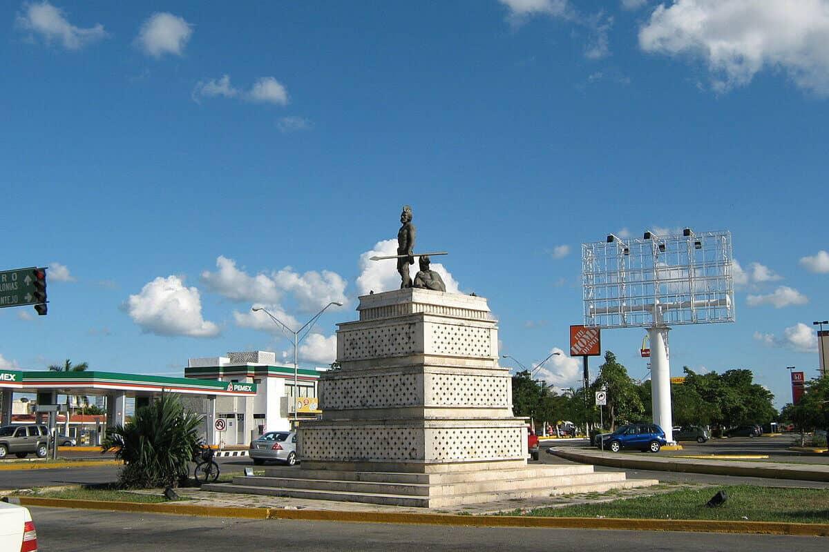 Paseo de Montejo - Escultura de Gonzalo Guerrero
