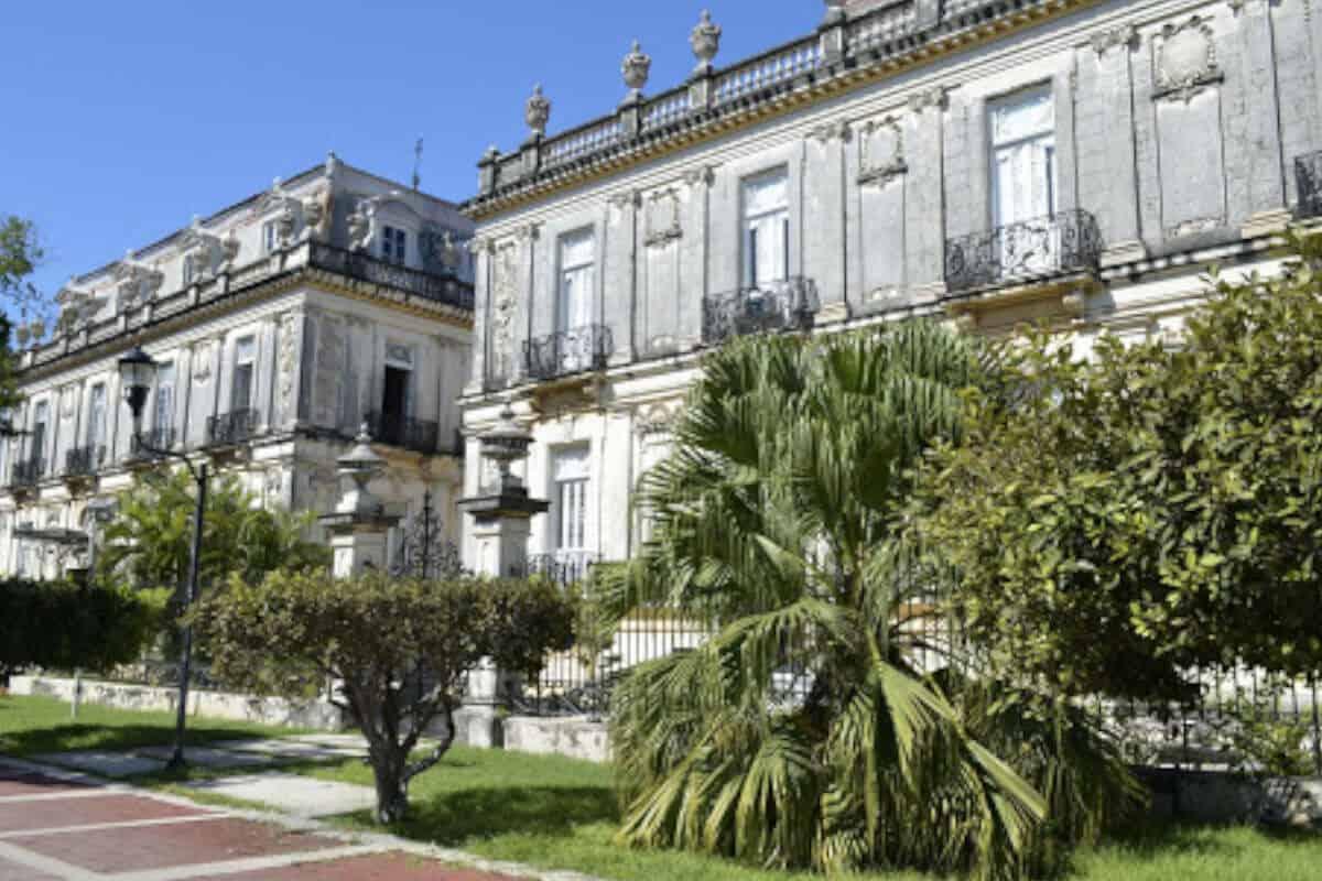 Paseo de Montejo - Las Casas Gemelas